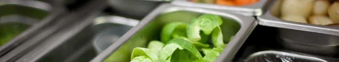 Gastronombehälter mit Salat