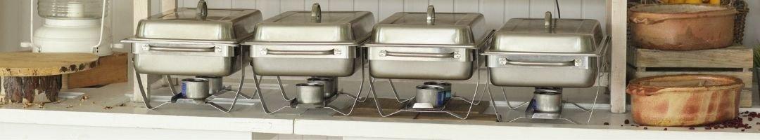 Buffet mit Chafing Dishes und Deko