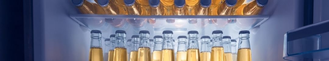 Kühlschrank mit Limoflaschen