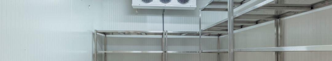Kühlzelle mit Regale und Kühlaggregat