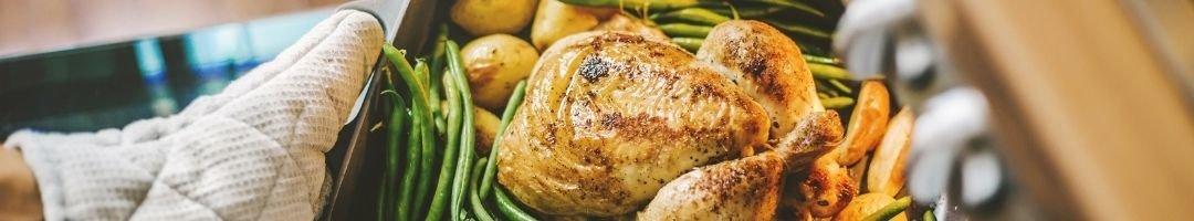 Gebackenes Hähnchen mit Bohnen und Kartoffeln