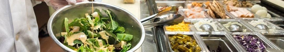 Saladette mit Zutaten in Gastronormbehälter für Salate