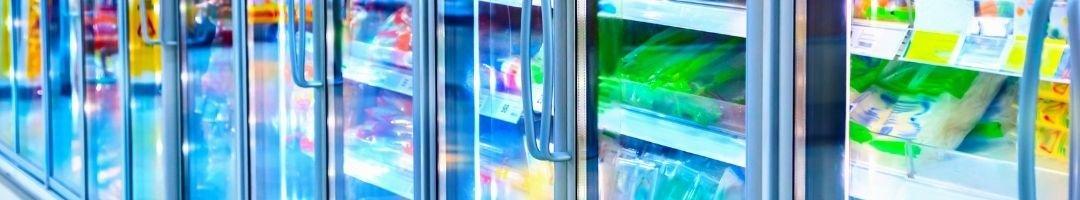 Tiefkühlschrank mit Glastür und Lebensmittel