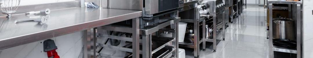 Küche mit Arbeitstisch unf Untergestell