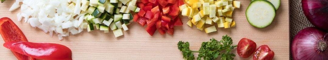 Paprika, Zucchini, Zwiebeln in Würfel geschnitten und...
